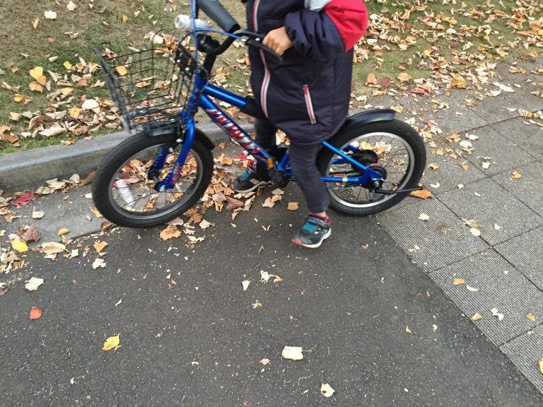 自転車の補助輪を最速でもっとも簡単に外す練習方法と教え方!右・うぃん左・ちょ!